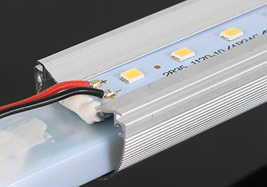 超高亮度长寿命18W15W9WT8LED灯管,T8LED日光灯管-铝基板及打胶固定示意图片